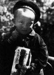 Vladimir Vojnovitj ca. 1934, fotograferad av sin pappa som ännu inte hade gripits.
